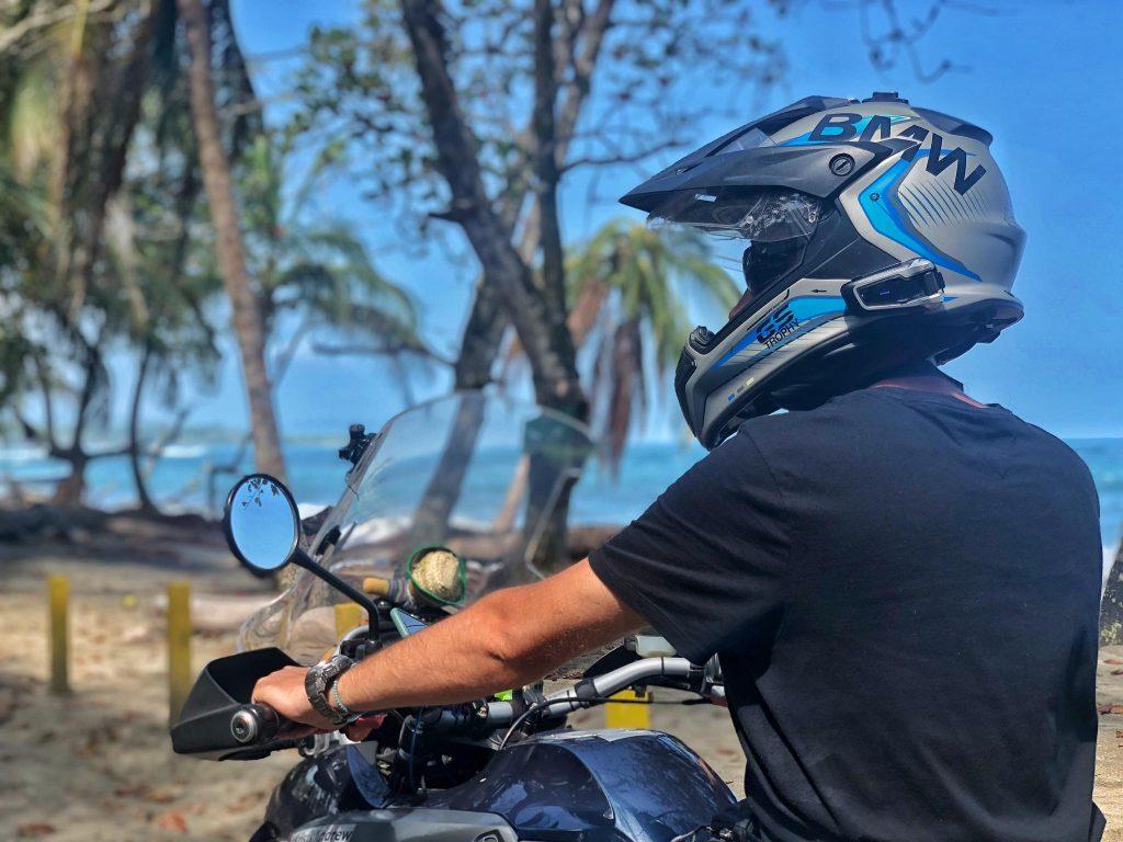 Гарнитура в шлем на BMW