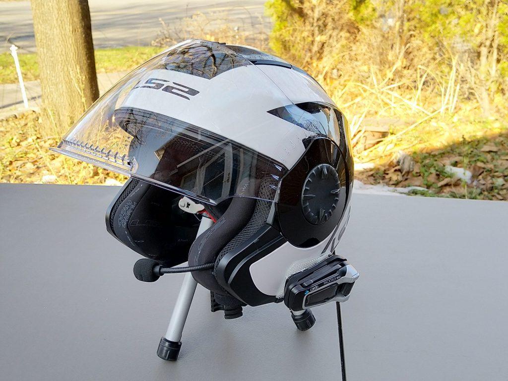 мотогарнитура установленная на шлем
